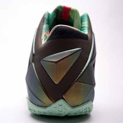 nike lebron 11 gr parachute gold 3 11 kings pride Nike LeBron XI Kings Pride   Detailed Look & Package