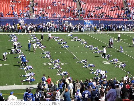 'New York Giants stretching' photo (c) 2009, Marianne O'Leary - license: http://creativecommons.org/licenses/by/2.0/