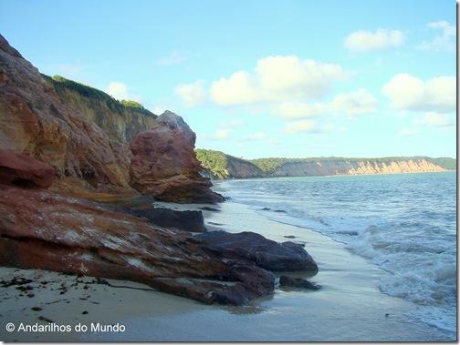 Falésias multicoloridas na praia do carro quebrado Alagoas