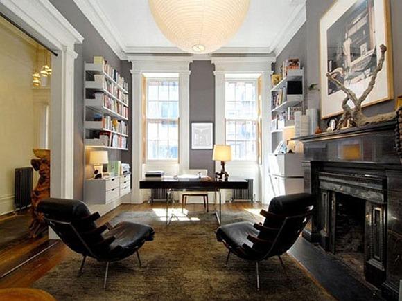 Una casa con un elegante diseño de oficina