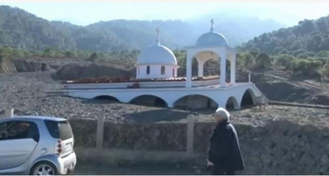 Κορινθία: Εκκλησία θάφτηκε κάτω από λάσπες (βίντεο)