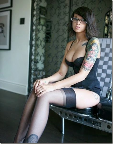 hot-tattooed-women-032