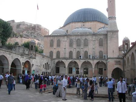 Imagini Turcia: moscheea Mevlid i Halil curte interioara