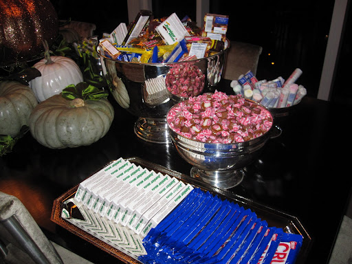 Having candy available for guests on a silver platter and in bowls adds a stunning touch.
