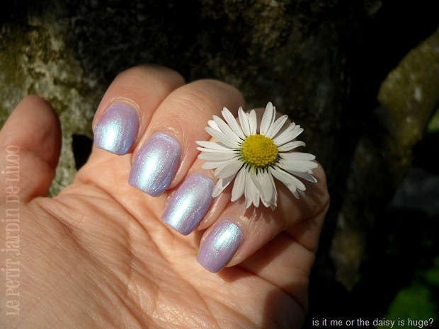 02-essence-holographics-gagalectric-nail-polish-review-swatch