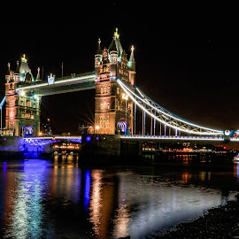 Tower Bridge at night. by G. Stetson - Buildings & Architecture Bridges & Suspended Structures