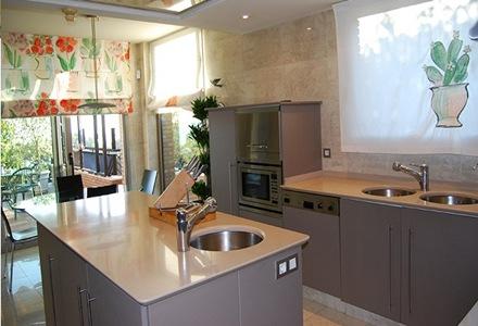 6 consejos sobre el uso de las islas en las cocinas for Cocinas integrales con isla pequenas