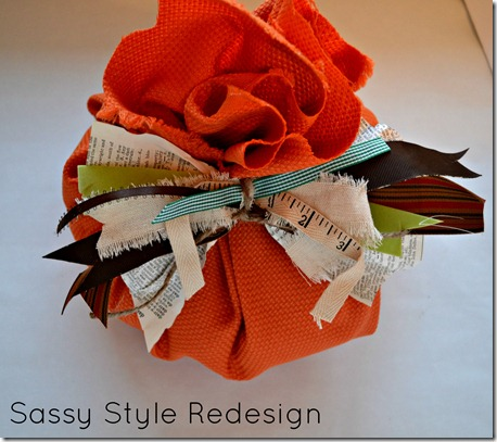 how to make a pumpkins with a square of fabric-with junk bow