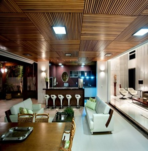 revestimiento-en-madera-techos-casa-moderna