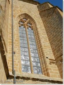 Villatuerta - ventanal gótico d de la Iglesia de la Asunción