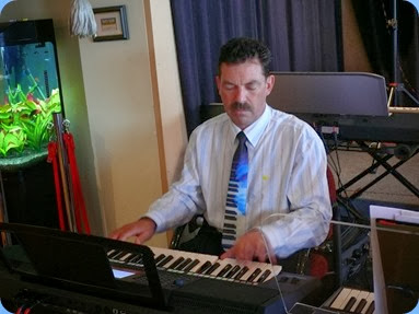 Peter Littlejohn gave the Yamaha PSR-S950 a go. Photo courtesy of Dennis Lyons
