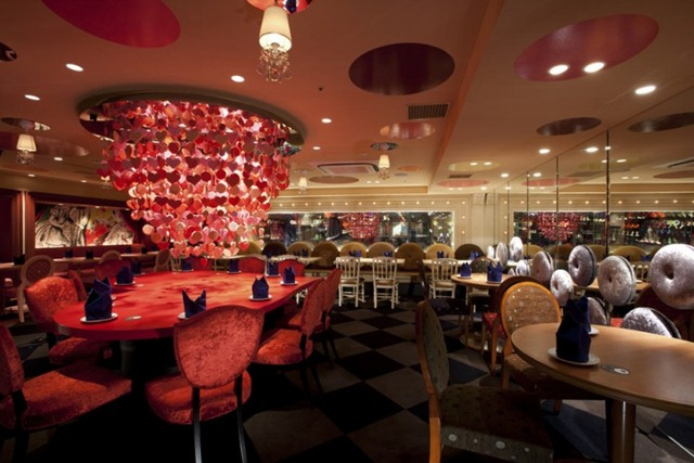 Alice-in-Wonderland-Restaurant-10-750x500