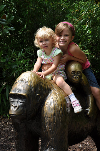 Elyse and Natalie pose on the gorilla statue