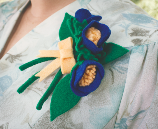 A 1940's inspired felt flower corsage | Lavender & Twill