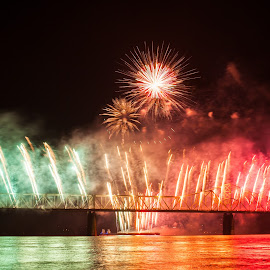 Thunder Over Louisville 2014-1 by Nathan Pentecost - News & Events Entertainment