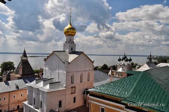 Rostov kreml viewpoint 4.jpg