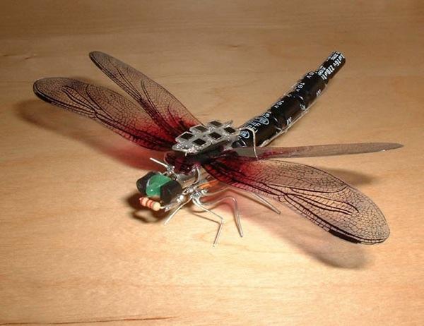 Solar dragonfly robot