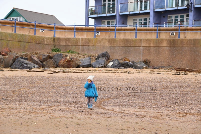 theodora ofosuhima photography child on the beach IMG_9605
