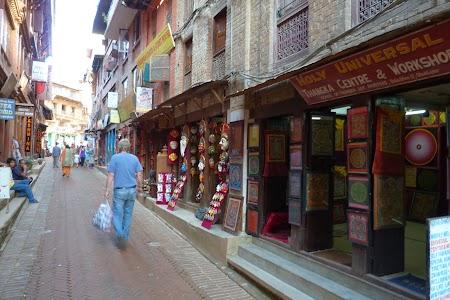 Strazi cu suveniruri in Nepal