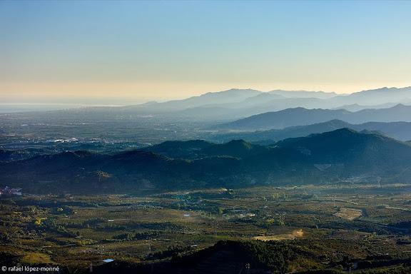 Les muntanyes de Vandellòs i el Baix Camp.  Vista des de camí vell de Reus a Prades sota el pla de la Mola.Serra de la Mussara, Muntanyes de Prades.L'Albiol, Baix Camp, Tarragona