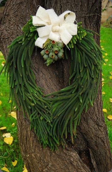 Pine-Burlap-Wreath seed floral