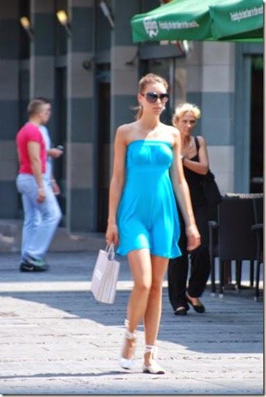 women-street-walkers-030