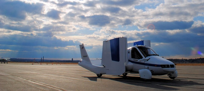 Mobil Terbang Meninggalkan Bandara