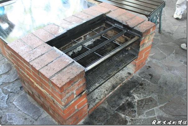 大板根森林溫泉渡假村。烤肉專用的爐灶。