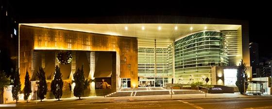 Shopping Crystal em Curitiba exibe a nova fachada mais moderna.