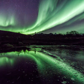 twin aurora by Benny Høynes - Landscapes Waterscapes