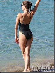 stephanie-seymour-black-swimsuit-in-st-barts-06-675x900