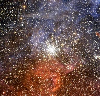 o aglomerado NGC 2100 na Grande Nebulosa de Magalhães