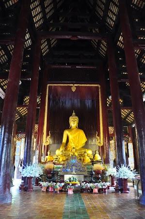 Imagini Thailanda: Interiorul templului budist Wat Pan Tao din Chiang Mai, Thailanda