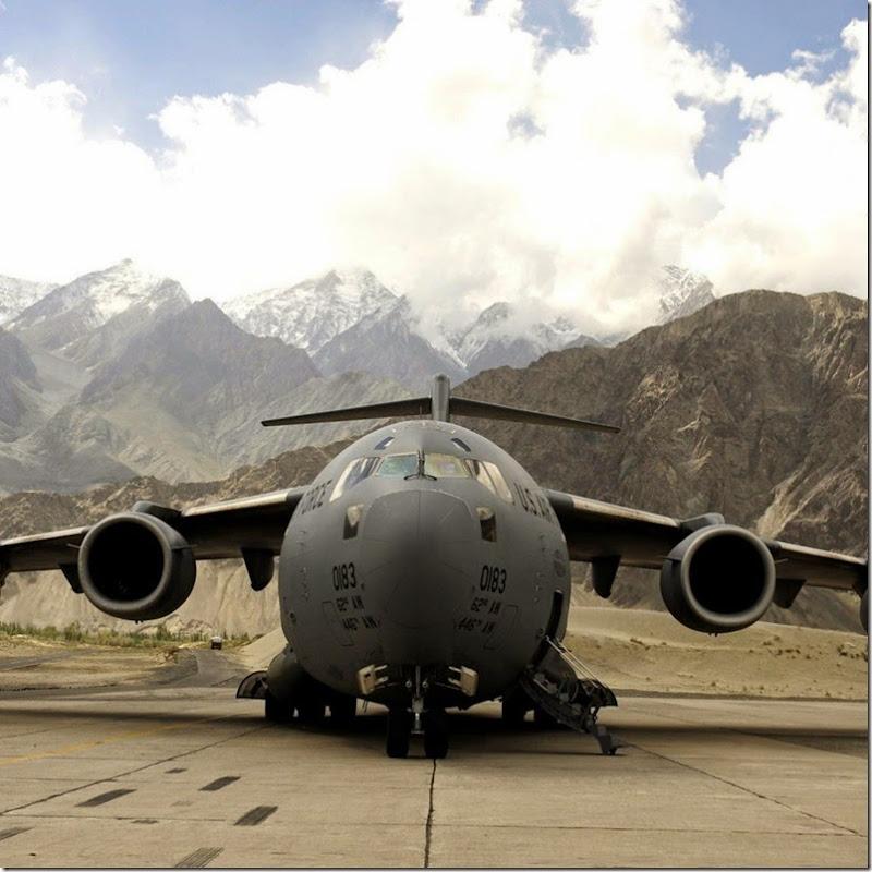 Lockheed-C-5-Galaxy-Aéroport-1024x1024