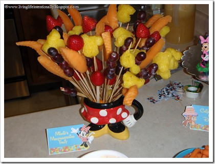 Mickey Fruit boquet