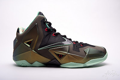 nike lebron 11 gr parachute gold 3 12 kings pride Nike LeBron XI Kings Pride   Detailed Look & Package