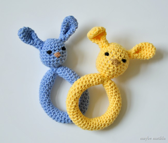 Get the free pattern and tutorial to crochet these sweet little plush bunny teething rings!