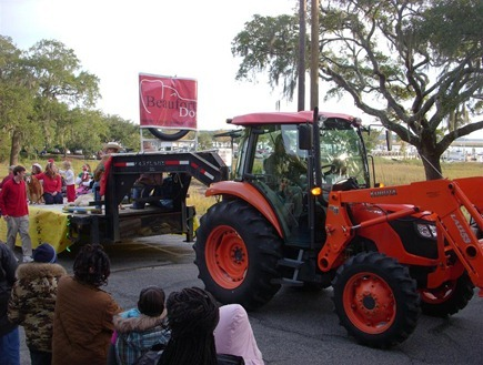 Beaufort_parade_doggie tractor (Medium)_thumb[3]