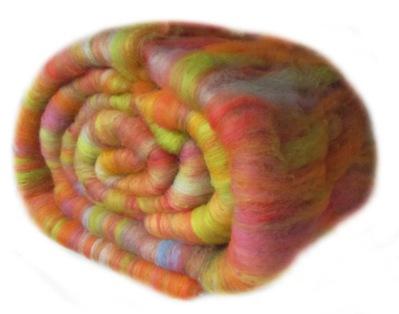 Pflanzengefärbte Kammzugreste kardiert