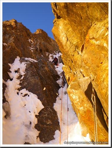 Intento al Corredor Nefropatia 200m D  90º (Pico Piedrafita 2965m, Pirineos) (Isra) 7506