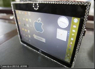 Applen logolla varustettu Windows 7 työpöytä