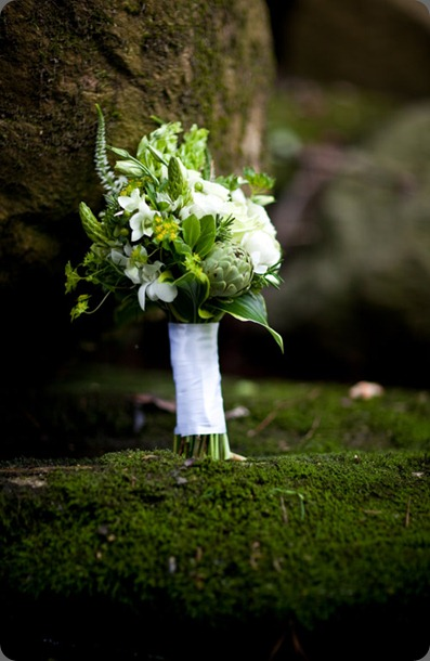green-moss-artichoke-white-flowers-bouquet Anna and Spencer Photography boukates