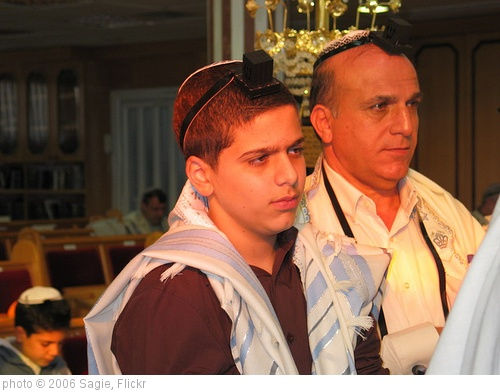 'Father and son' photo (c) 2006, Sagie - license: http://creativecommons.org/licenses/by-sa/2.0/