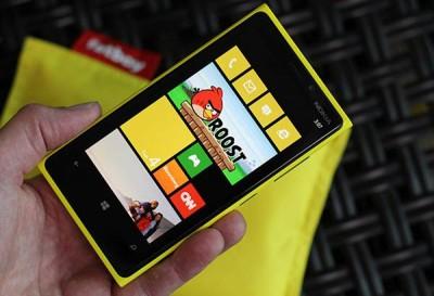 Spesifikasi-dan-harga-Nokia-Lumia-920-dan-820