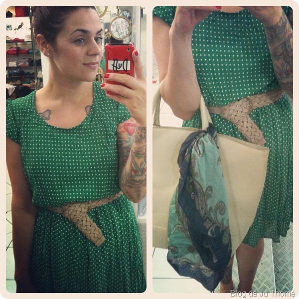 look vestido verde de poá com cinto nude e maxi bolsa