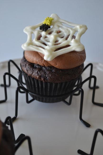 spider web halloween cupcake