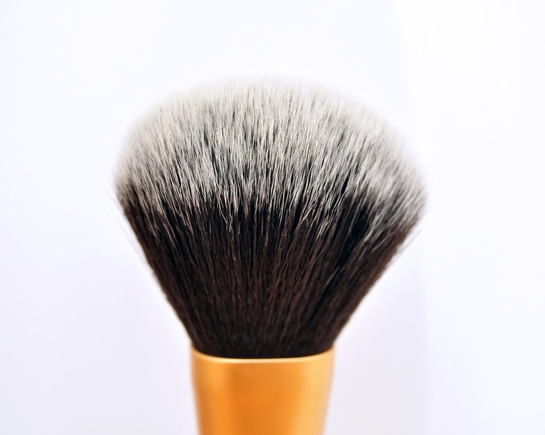 real techniques powder brush review2