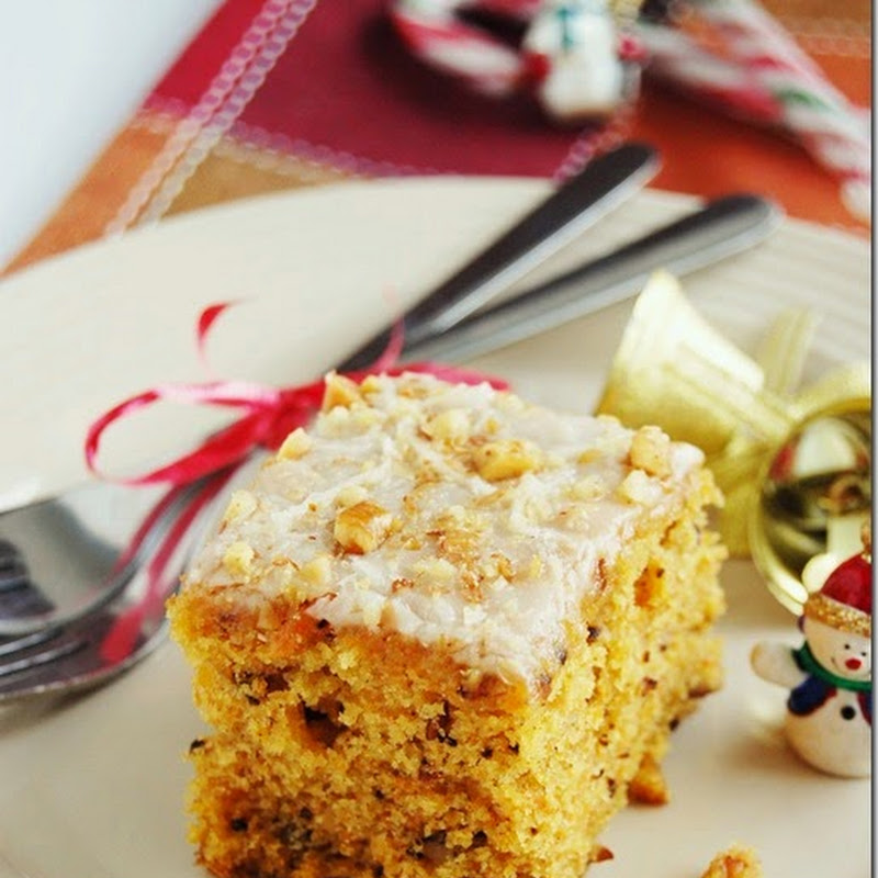 Carrot cake with vanilla glaze