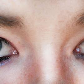 by Bianca Hibbins - People Body Parts ( eyelashes, makeup, woman, people, eyes )