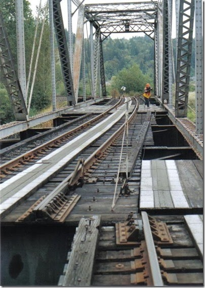 Hand-cranked swing bridge at Clatskanie, Oregon, on September 24, 2005